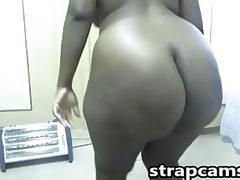 Hot Ebony girl shows off her big big booty